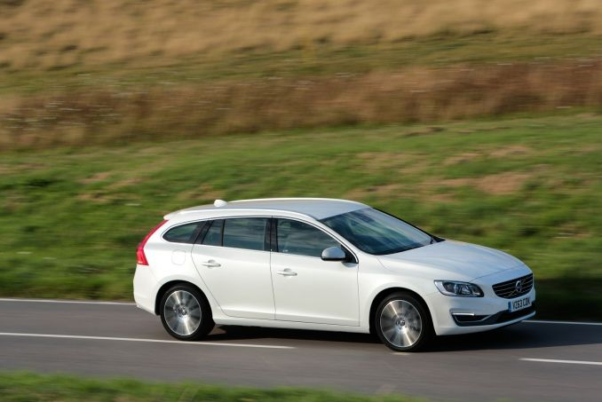 volvo v60 diesel sportswagon d4 190 r design nav 5dr on lease from. Black Bedroom Furniture Sets. Home Design Ideas